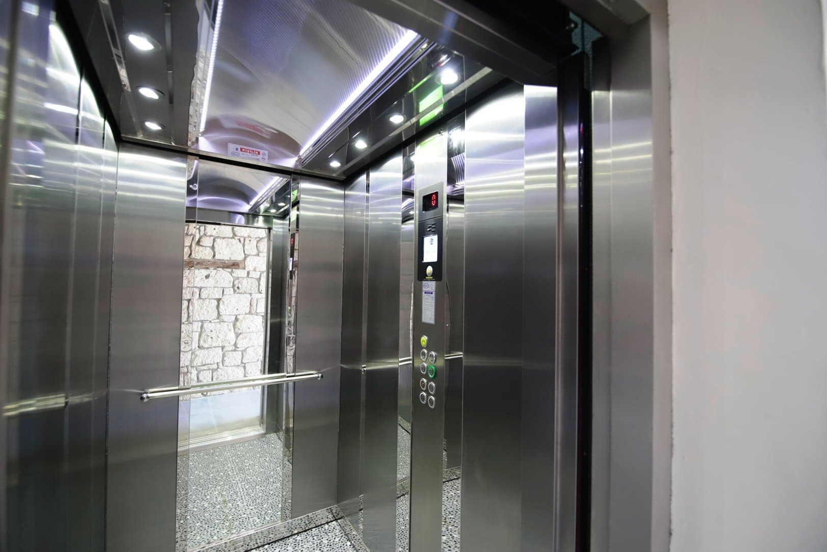 Bademli Konak - Asansör